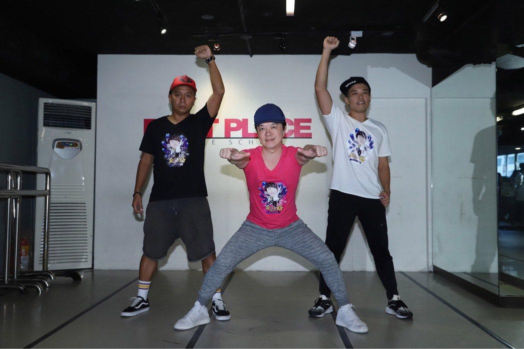 翁立友為了9月2日的演唱會勤練舞。圖/立揚創意提供