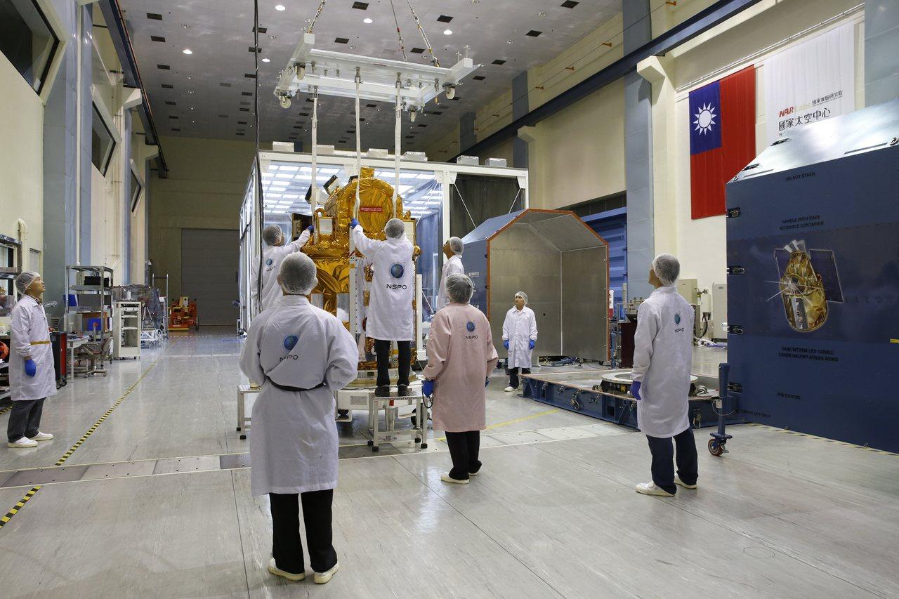 福衛5號包括結構、感光元件、天線、電力系統,甚至連飛行軟體、地面操控軟體都是台灣...