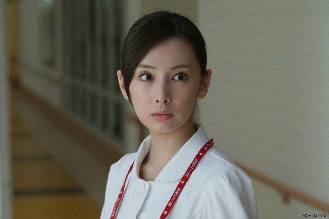 北川景子今年接演最新「毛骨悚然撞鬼經驗」系列,戲外也是撞鬼常客。圖/緯來日本台提