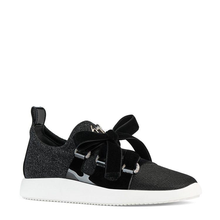 黑色絲絨蝴蝶結繫帶球鞋,29,800元。圖/Giuseppe Zanotti提供