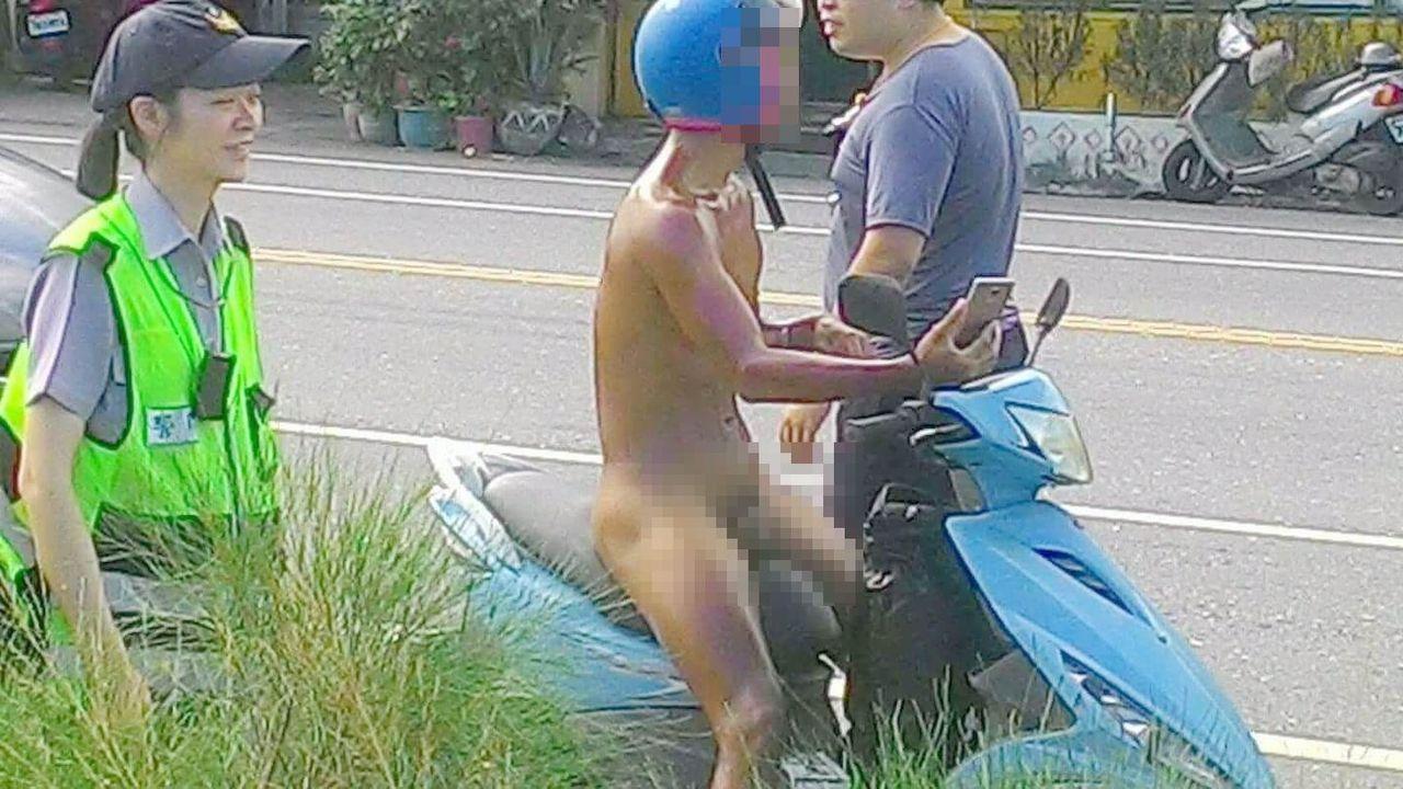 來自台北的蔣姓男子穿C字褲露屁屁在東海岸台11線騎機車逛大街,民眾斥教壞小孩,報...