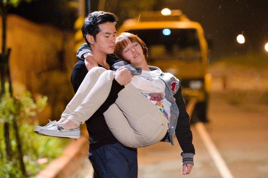 宥勝(左)與孟耿如合作「22K夢想高飛」時有不少親密戲。圖/三立提供