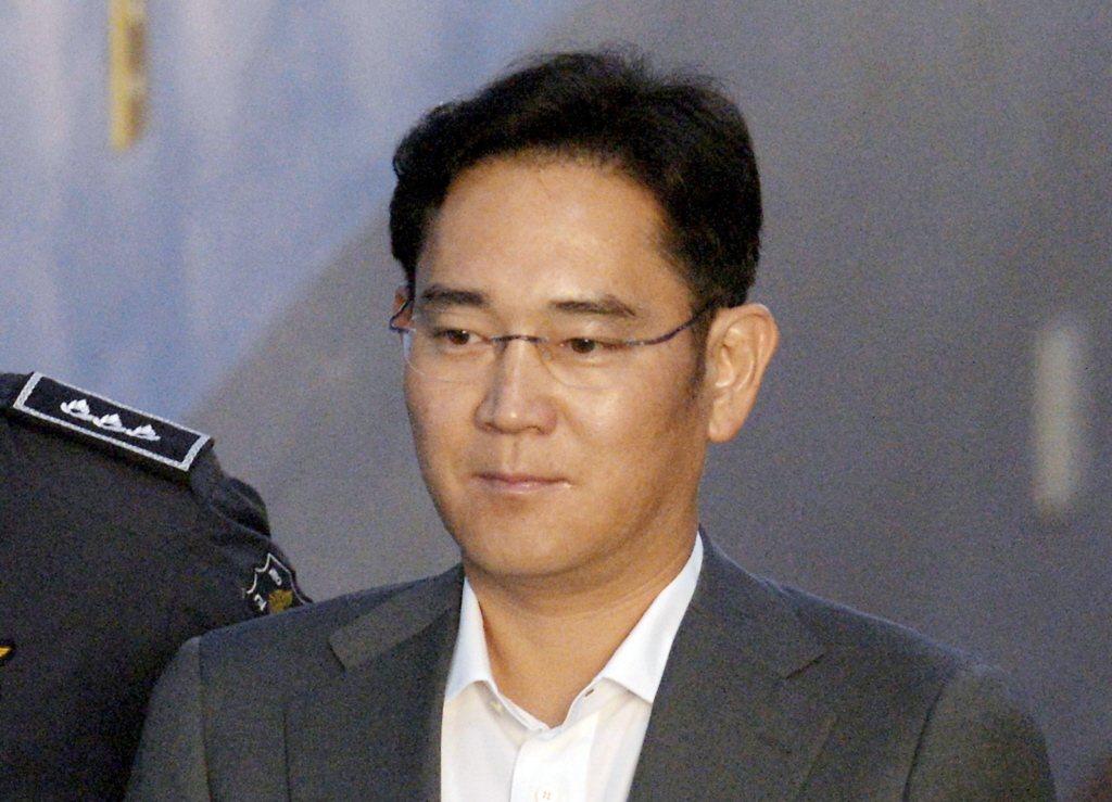 南韓法院認定三星電子公司副會長李在鎔為了接班三星,賄賂前總統朴槿惠、侵吞64億韓...