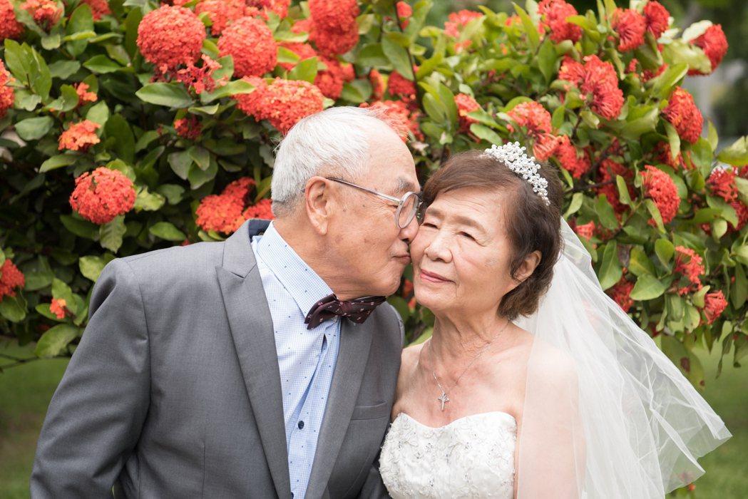 83歲郭君隆、81歲郭姚秀媛是一對聾啞夫婦。爺爺12歲在台南盲啞學校與10歲奶奶...