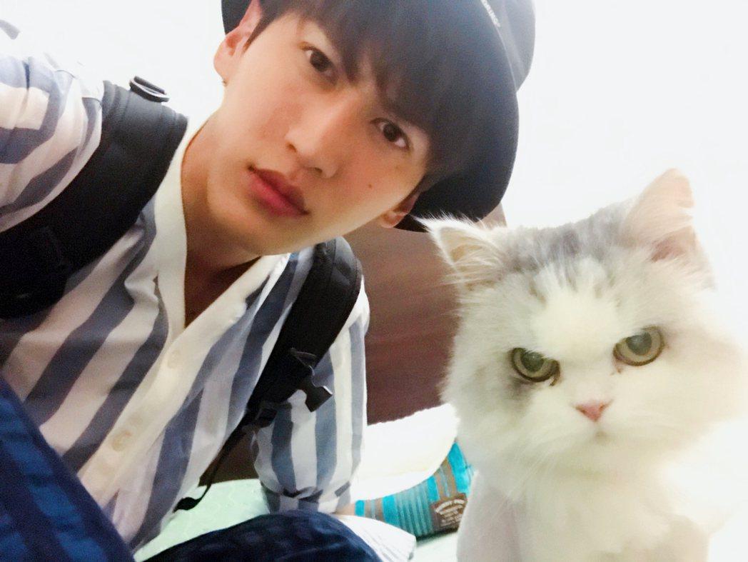 孫沁岳養了一隻愛貓「小麥」,還能幫助他發揮演技。圖/周子娛樂提供