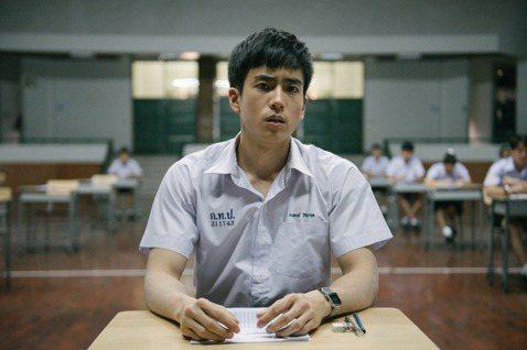 比起端出「泰國4.0」計劃的宏大遠景,泰國政府該正視教育改革不足,所導致的人力資...