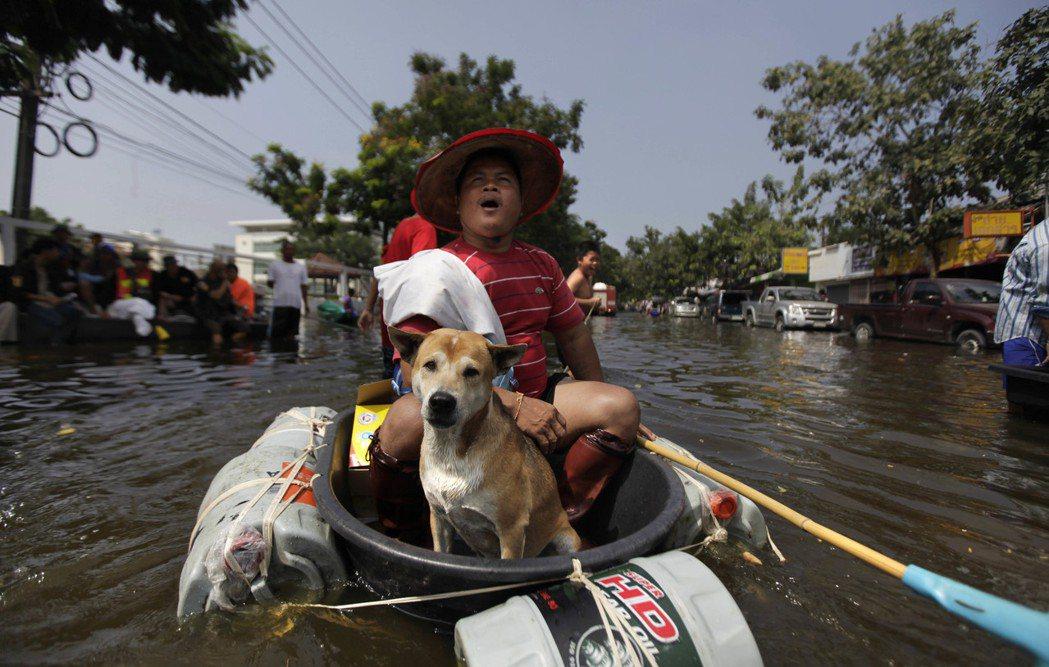 自軍政府上台以來,泰國的經濟表現不甚出色,天災人禍頻傳,在外資上已不如鄰國來的有...