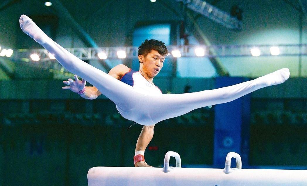李智凱在鞍馬上的完美演出,每一個瞬間是用一萬次的重複練習換來的。記者陳正興/攝影