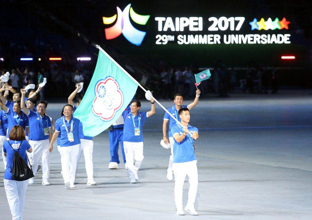 圖為中華隊在反年金改革團體風波平息後重新進場,中華隊在世大運表現可圈可點。 ...