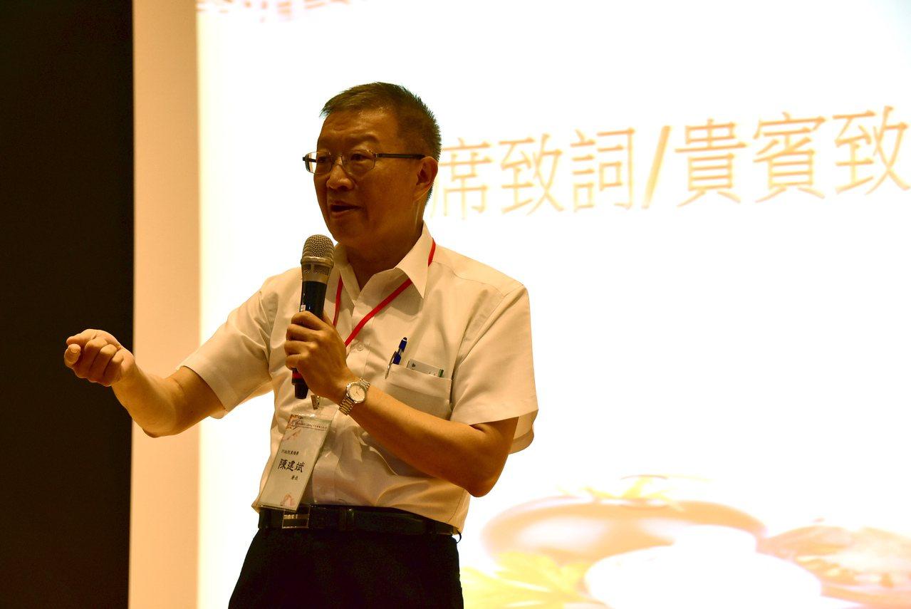 農委會農糧署署長陳建斌表示,政府推動有機農業,未來只要符合友善環境耕作的農民,就...