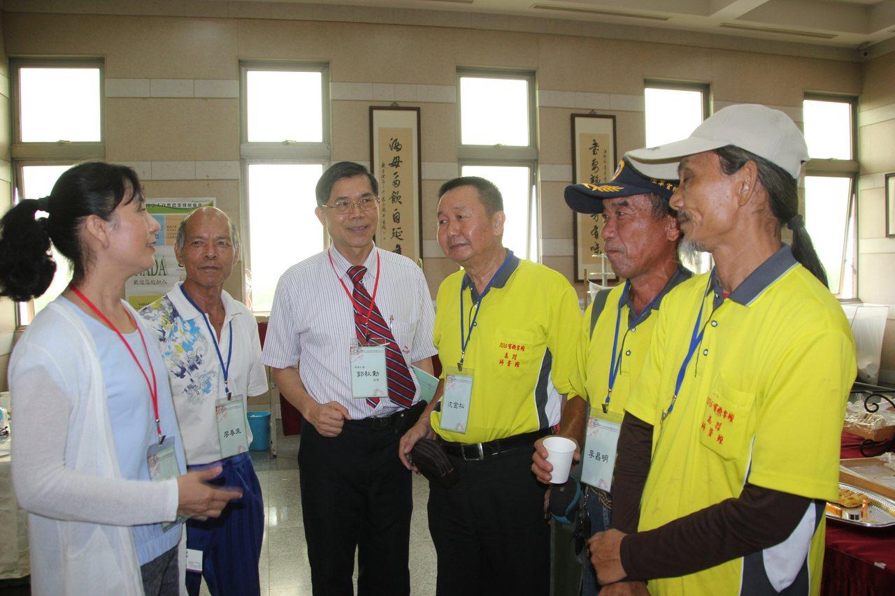 彰化縣明道大學與雲林自然農業發展協會今天舉辦國際有機農業3.0亞洲區研討會,不少...