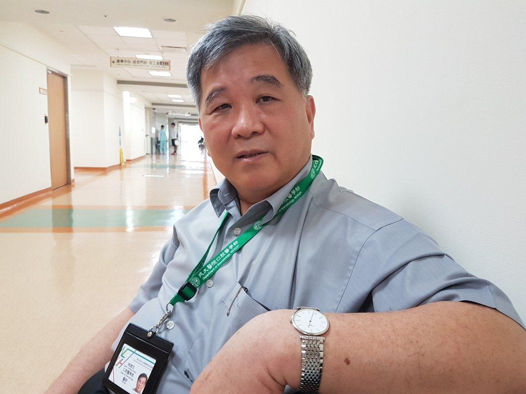 台南市牙醫師施建志長年為身心障礙孩子奉獻,影響擴及全台。 記者修瑞瑩/攝影