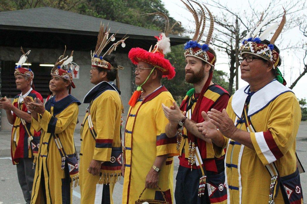 道格拉斯參與撒奇萊雅祭典。 圖/道格拉斯提供