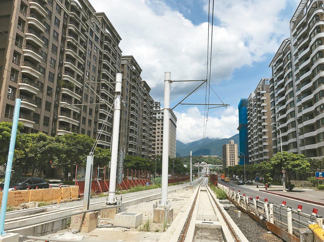 淡海輕軌已在興建,對淡水房市有支撐效果。 記者游智文/攝影