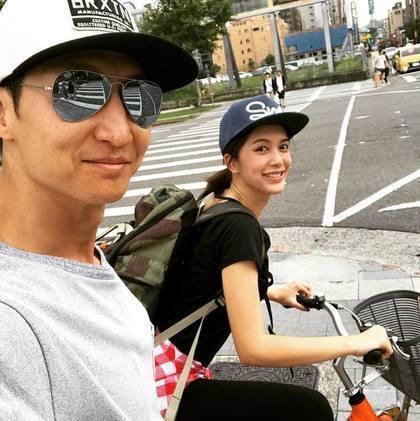 洪金寶兒子洪天祥(左)與劉奕兒熱戀中。圖/翻攝自臉書