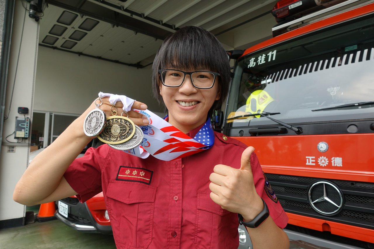 高市兩女消防隊赴美參賽 贏得3金9銀1銅