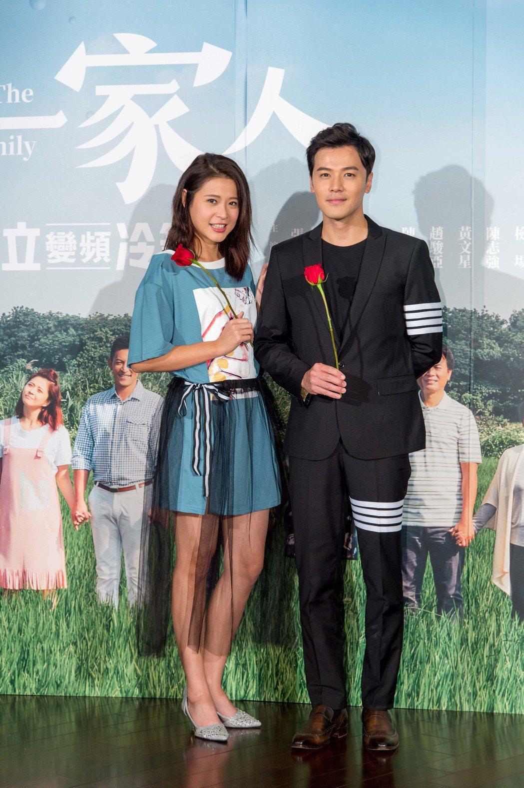 李燕(左)和黃文星演情侶  圖/三立提供