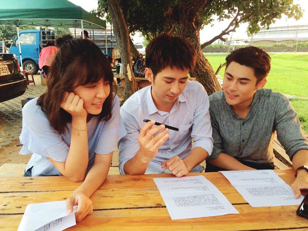 魏蔓(左起)簡宏霖和陳奕一起為粉絲圓夢  圖/三立提供