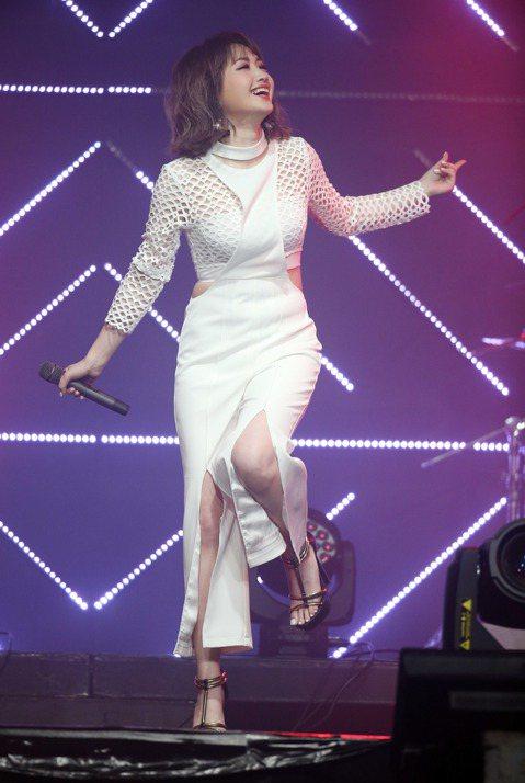 朱俐靜在台北華山legacy開唱,與紛絲分享新歌
