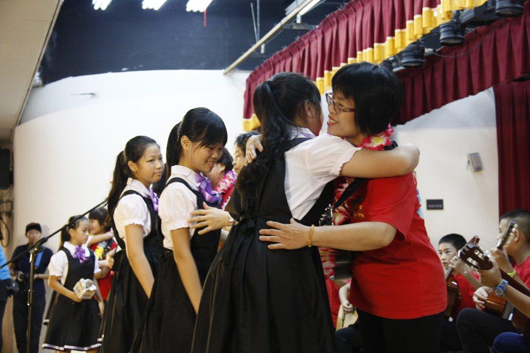 現場聚集500對祖孫齊聚一堂,共同度過祖父母節。 記者林麒瑋/攝影
