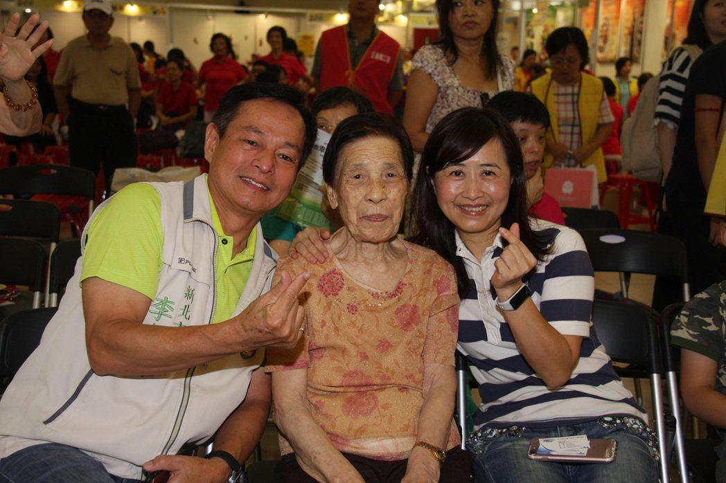 100歲的王李招治阿嬤,平時勤儉持家,在國小擔任志工,受到當地人的尊敬。 記者林...