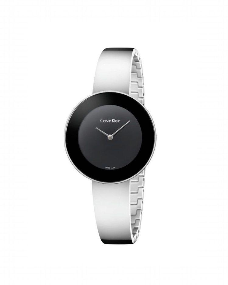 Calvin Klein Chic 摩登系列黑色表面腕表,約9,500元。圖/C...