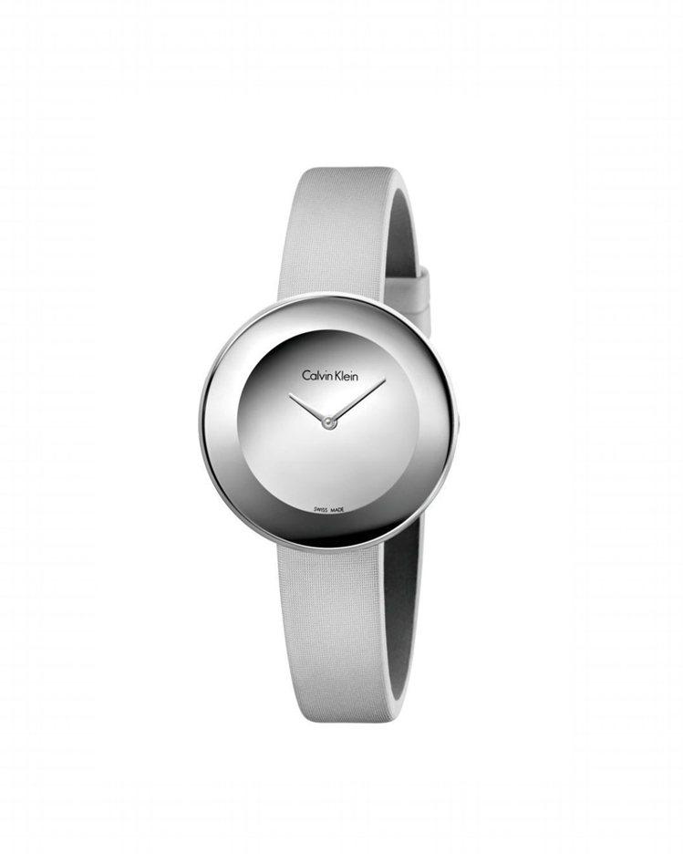 Calvin Klein Chic 摩登系列銀色表面腕表,約8,100元。圖/C...