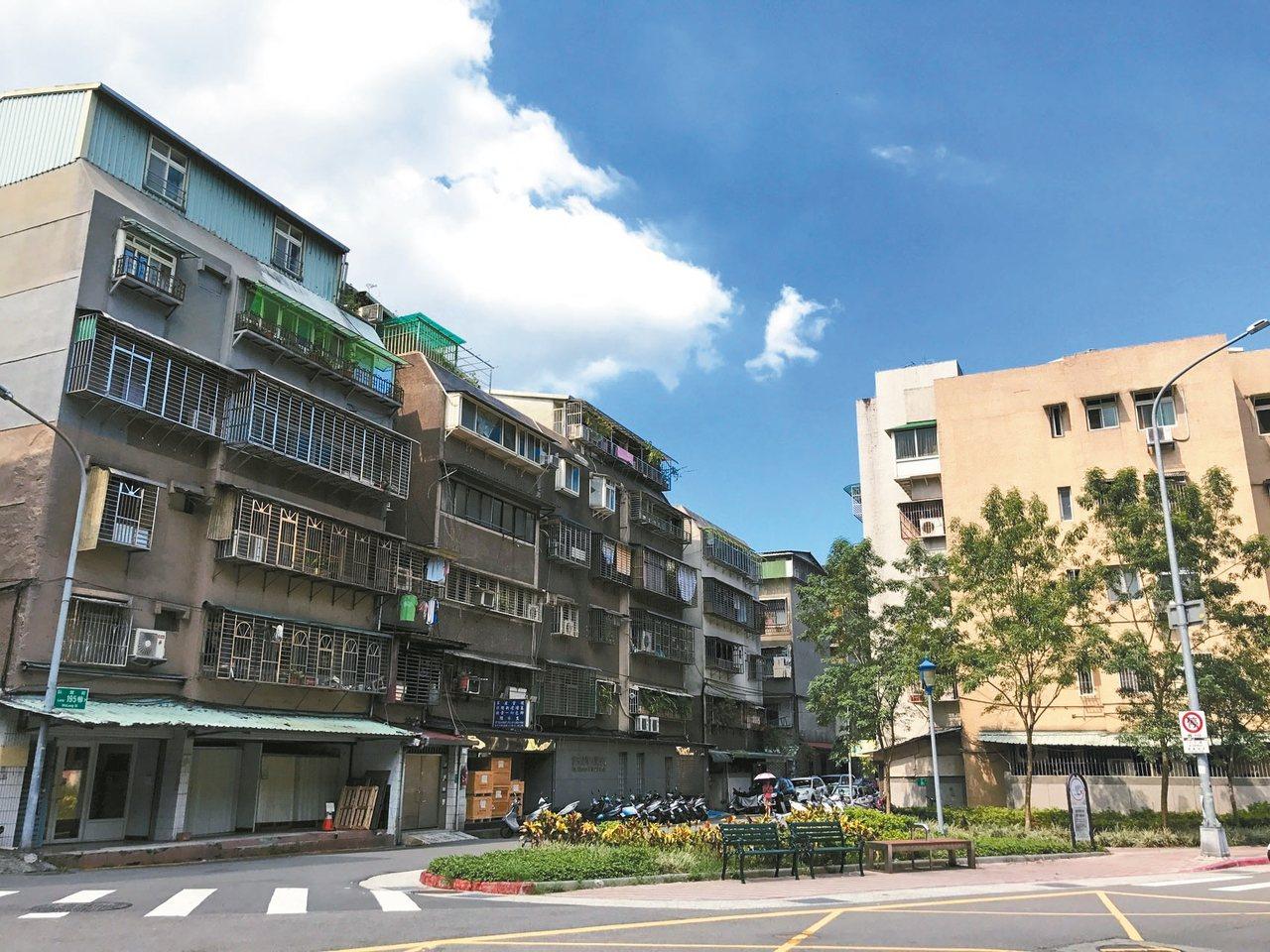北市臥龍街一間公寓近日揭露實價,由於前次以特殊交易低價登錄,帳面獲利達890萬元...