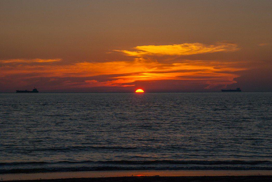 六輕旁的美麗沙灘。記者林昱丞/攝影