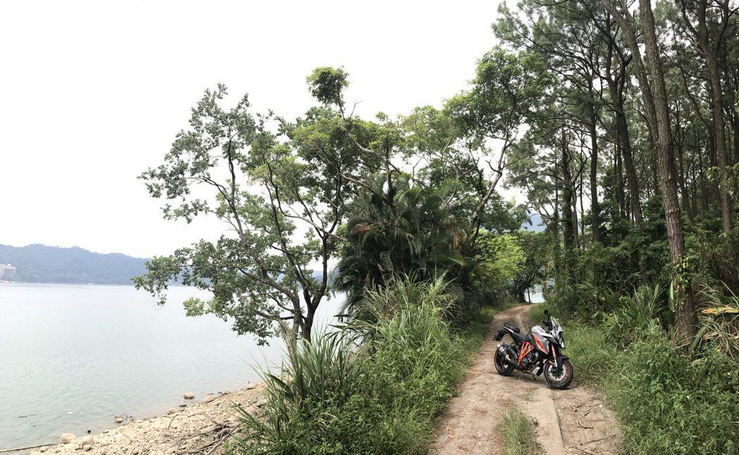 KTM 1290 SuperDuke GT。記者林昱丞/攝影