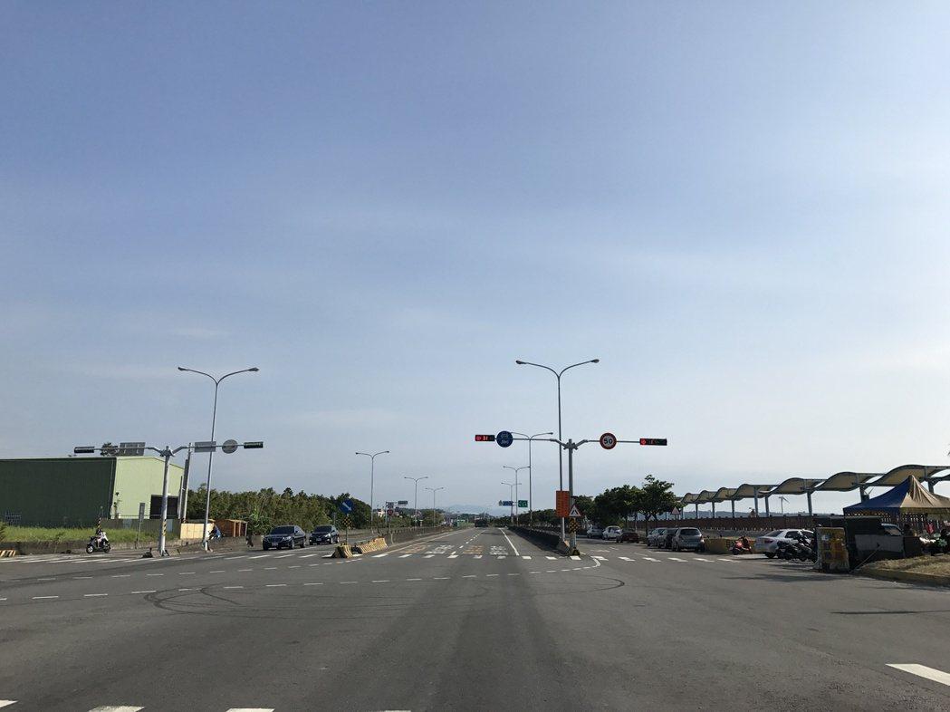 從新竹進入西濱快速道路。記者林昱丞/攝影