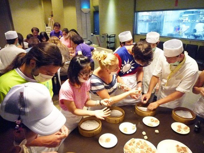 小籠包是觀光客到台北必嘗美食,現在也可親自動手做。(攝影╱今周刊提供)