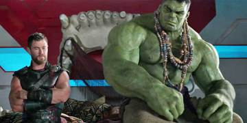 世紀拳王梅威瑟與麥葛雷格的對決鬧得沸沸揚揚,雙方都有擁護者,這場跨界格鬥賽引起許多粉絲關注,有趣的是,即將上映的年底娛樂大片「雷神索爾3」也因應格鬥大賽的風格,釋出一支花絮,讓雷神索爾與綠巨人浩克對...