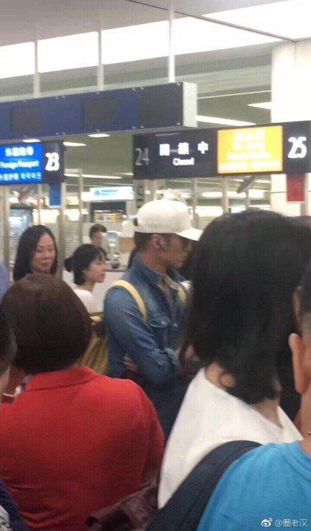 天后王菲與謝霆鋒月初才被拍到同時出現在日本機場,後續引發一連串網路上的討論與風波,25日兩人又被拍到出現在日本機場,微博上照片曝光後,網友紛紛揣測,28日是七夕,29日是謝霆鋒的生日,他們可能是去度...