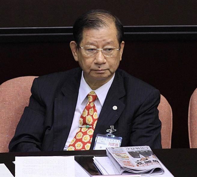 前國策顧問、律師許文彬認為在文白比例上爭論很沒意義。報系資料照