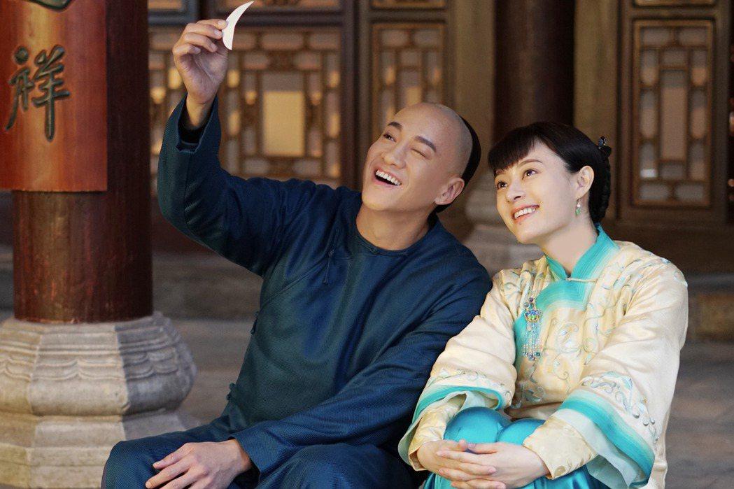 何潤東(左)與孫儷合作演出「那年花開月正圓」。圖/達騰娛樂提供