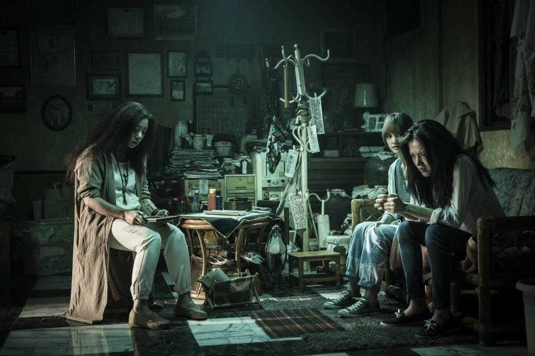 高慧君(左起)、楊丞琳及許瑋甯3位女主角撐起「紅衣小女孩2」的紮實劇情。圖/威視...