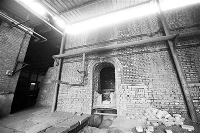 門頭溝琉璃廠的煤炭爐已熄火停工。 (北京青年報)