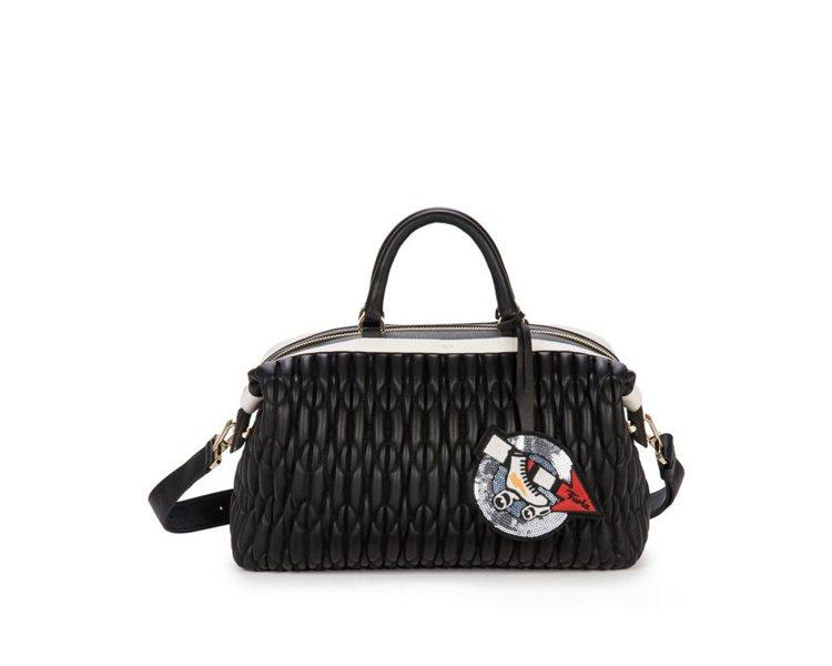 代表五○年代的Blogger黑色皮革保齡球包(價格未定)。圖/Furla提供