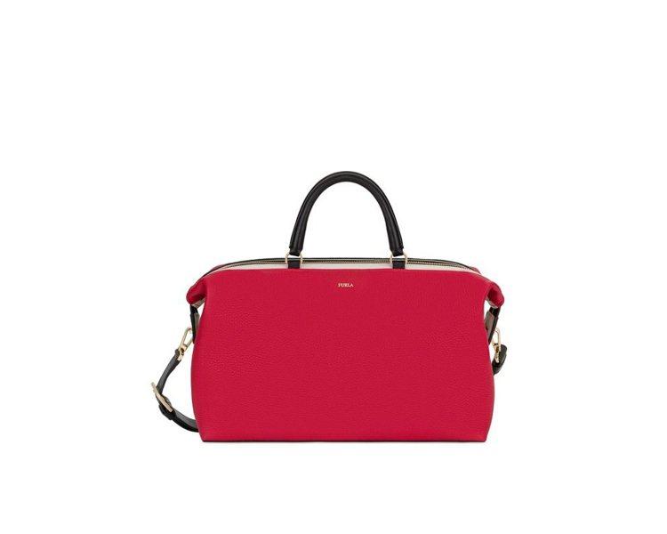 代表五○年代的Blogger紅色保齡球包,20,000元。圖/Furla提供