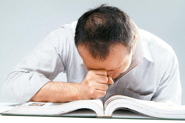 頭痛、視力迅速變差,有可能是腦下垂體腺瘤壓迫視神經導致。 報系資料照