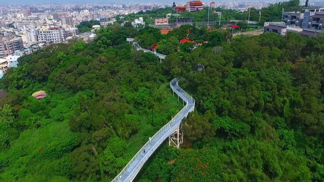 八卦山天空步道全長約一公里,一般人腳程十五分鐘可走完。 資料照片/記者林敬家翻攝