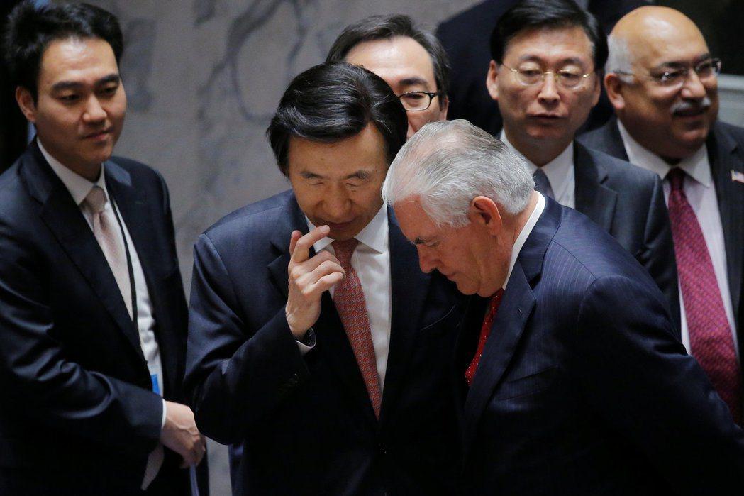 在難以主動使用武力解決北韓核武議題的棘手情況下,美國也顯現出日漸乏力的傾向。圖中...