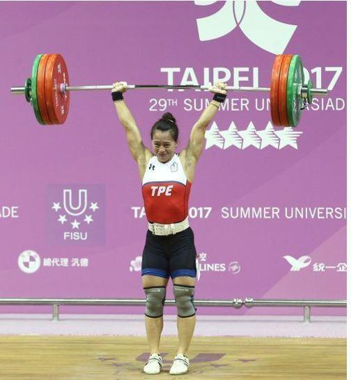 郭婞淳出賽世大運舉重女58公斤級,以抓舉107公斤破大會紀錄,挺舉公142公斤破...