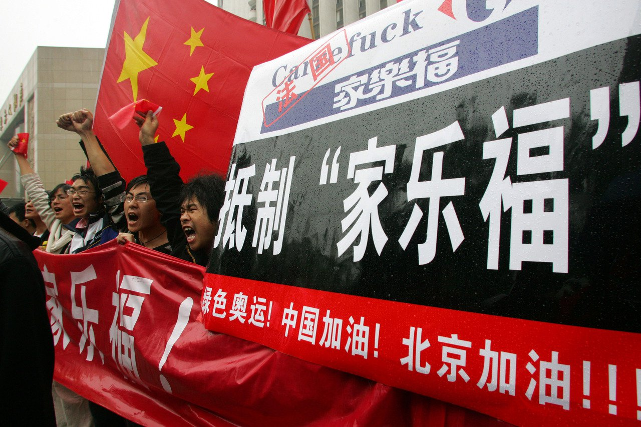 2008年適逢北京奧運,法國因西藏問題與達賴喇嘛,聲明不排除缺席奧運開幕,中國為...