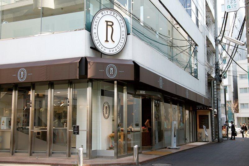以店名的第1個字母「R」製成的招牌LOGO相當醒目。