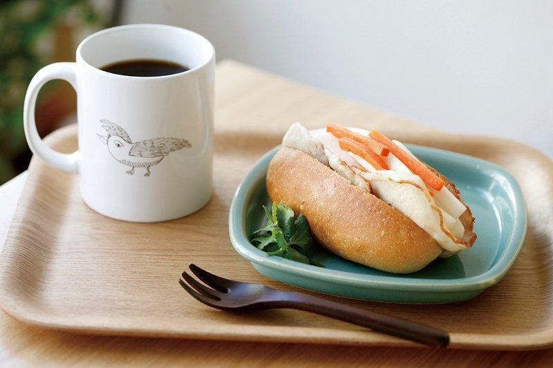 特調咖啡 ¥580有3種可供 選擇,也可搭配越式 火腿三明治 ¥700。