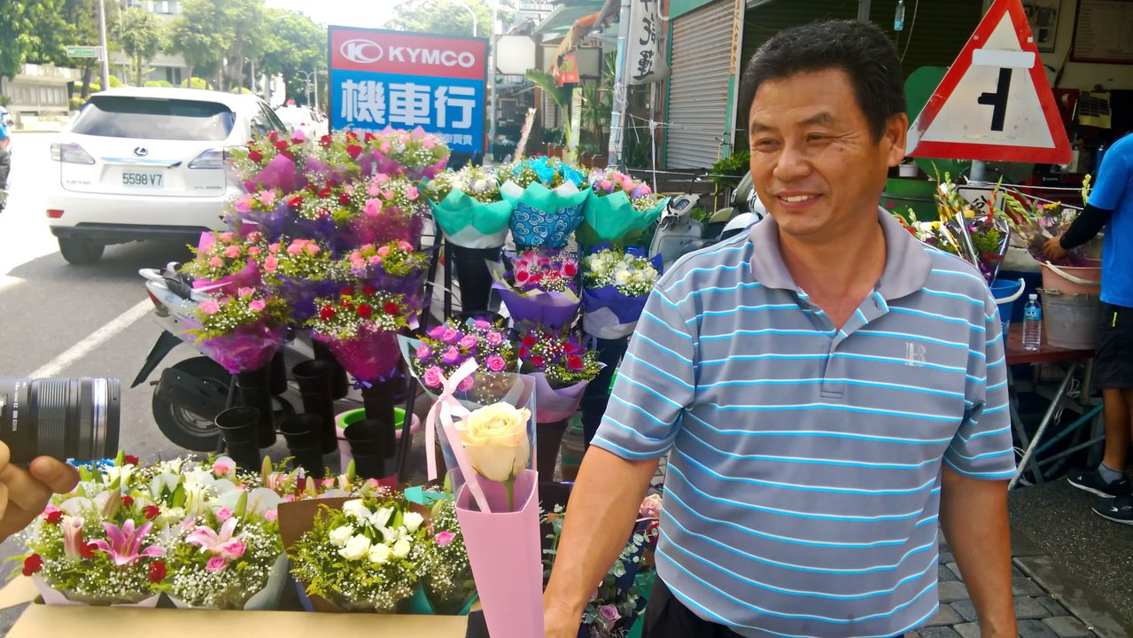 今天是七夕情人節,台東花店買氣卻是冷颼颼。記者潘俊偉/攝影