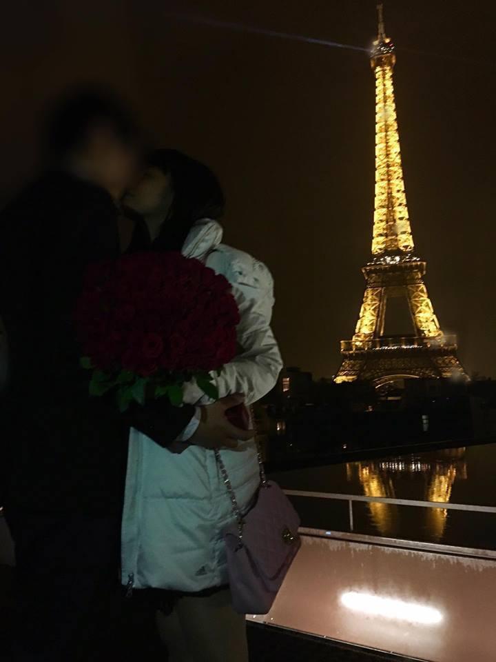 小小瑜和男友在巴黎鐵塔前甜蜜擁吻。圖/摘自小小瑜臉書