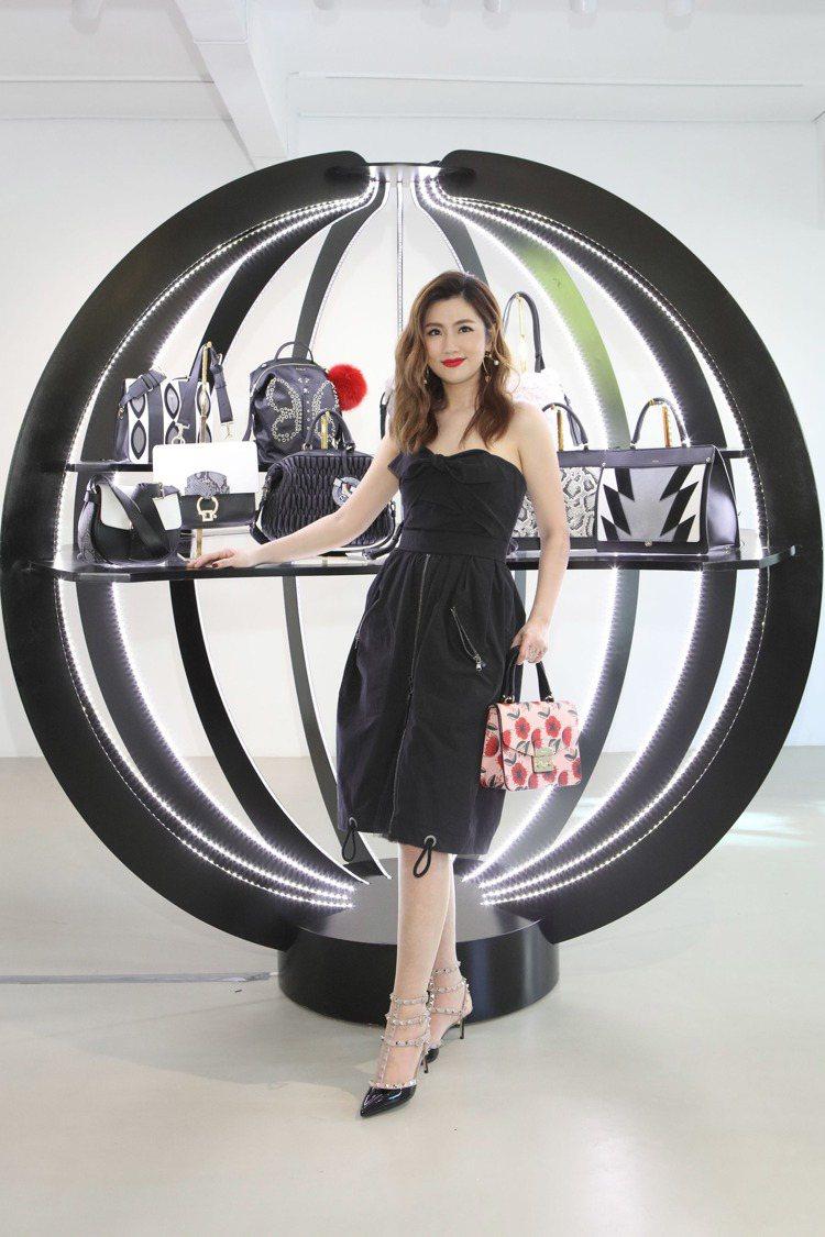 義大利時尚包款Furla舉行新品發表會,特別請來任家萱Selina展示包包,分享...